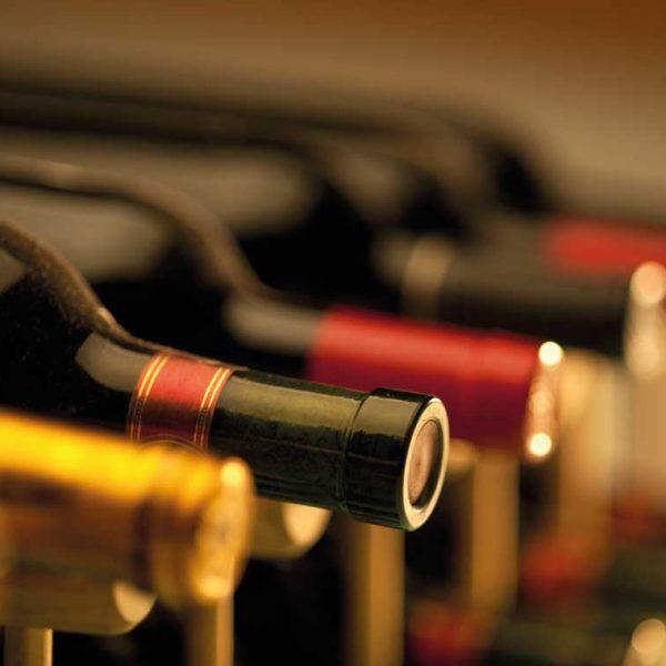 Weinflaschen im Einzelhandel als Referenz für RMS/RMH
